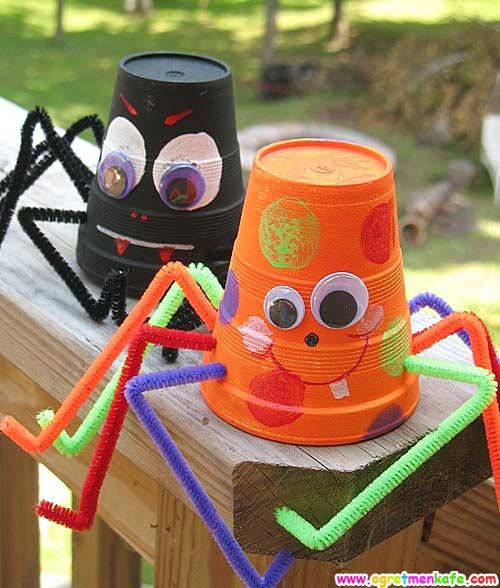 Bardak ve Pipetten Örümcek Yapımı